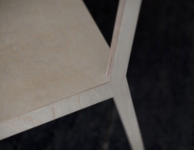 Le dossier et les 2 pieds sont découpés dans un seul morceau de multiplis de bouleau