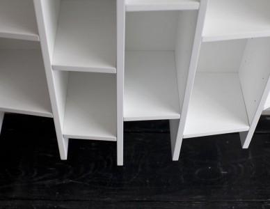 "Bibliothèque ""Concave"" verticale"